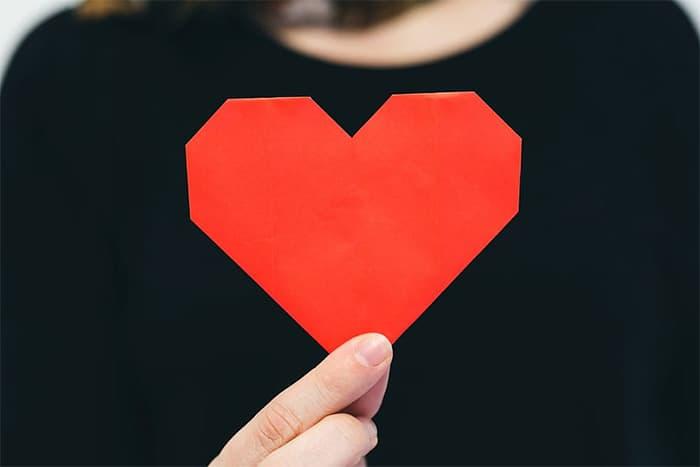 Hand holding origami heart | Inspiring Social Media Followers
