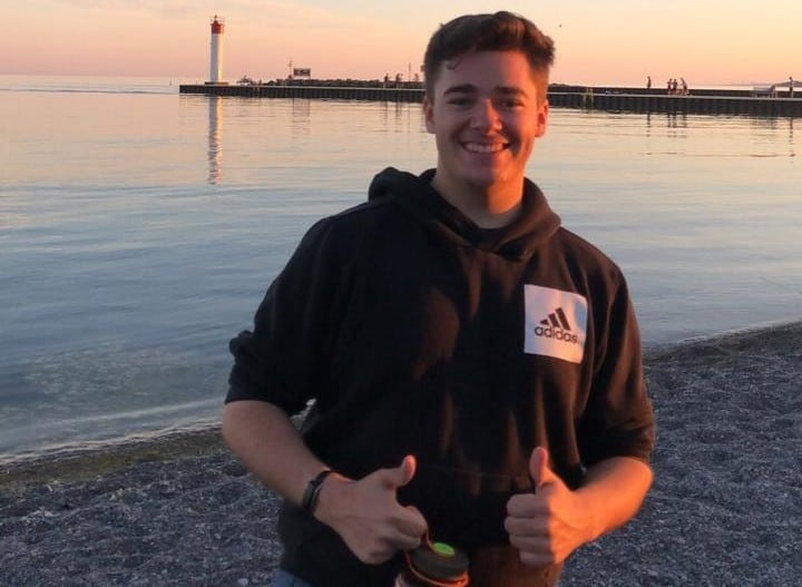 Rowan McInnes - Financial Influencer giving thumbs up by the seaside