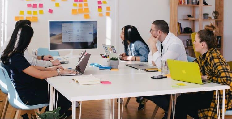 marketing team planning their influencer marketing campaign